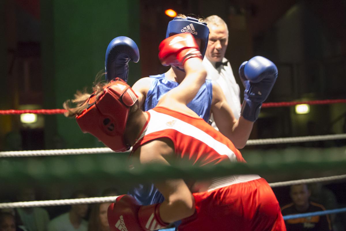 Junior boksers in actie
